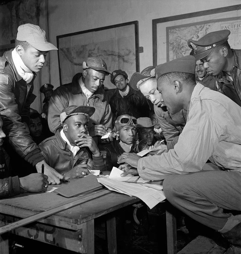 800px-Tuskegee_airmen_2